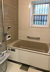 タイル貼りの浴室からお手入れのしやすいユニットバス(タカラスタンダード/伸び...