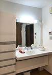 洗面化粧台はTOTO/座ってらくらくシリーズ(W1650)に取替え。洗濯機横の収納の向...