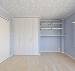 3Fは寝室・子ども部屋に。各部屋ともに新たにクローゼットを造作。壁紙は各々が好...
