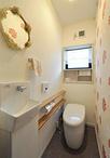 トイレは丸みのあるフォルムが印象的なTOTO/ネオレスト(RHタイプ)へと取替え。...
