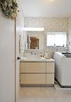 サイドキャビネットで収納を充実させたシンプルな洗面化粧台はトクラス/エポック...