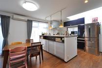 設備を刷新し心地よい住まいへ 完全分離型の二世帯リフォーム