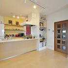 対面キッチン+スペース拡張+造作収納で、家族がゆったりくつろげるLDKに