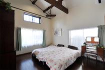 車庫をご夫婦の新たな寝室+収納に トイレやミニキッチンなど水回り設備も新設