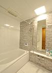 浴室はお掃除しやすく、保温性の高いTOTO/マンションリモデルWYシリーズ(1317サ...