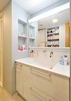 洗面化粧台は収納力のあるTOTO/オクターブ(W=1000)に取り替え。壁面についてい...