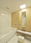 浴室はTOTOのマンションリモデル(1418サイズ)に取り替え。清掃性がよいのでお手...