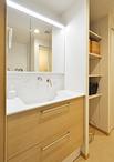 洗面化粧台は機能性に優れ人気のTOTO/オクターブ(W=900)。オープン棚と扉付きと...