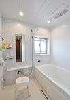 浴室は積水/バスサルーンエスコート(1418サイズ)に取り替え。タイル柄のアクセ...